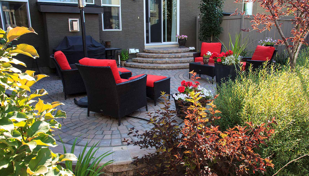 Calgary patio with comfortable patio furniture